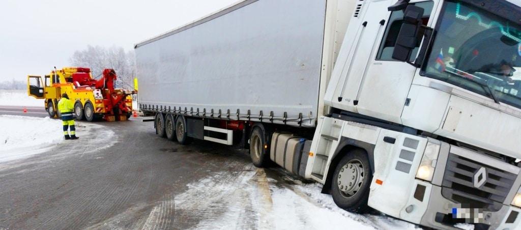 Technine-pagalba-kelyje-istraukimas-transportavimas-krano-paslaugos-587-2015.01.24 (3)